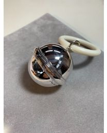 Zilveren rammelaar moderne gladde bol met parelrand
