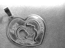 Echt zilveren hanger met moeder en kindje. Model hart nr 2