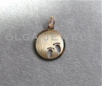 Gouden graveerplaatje met babyvoetjes 16 mm