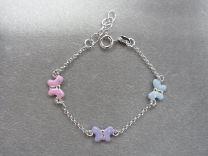 Zilveren kinder armbandje met 3 pastel kleurige vlindertjes