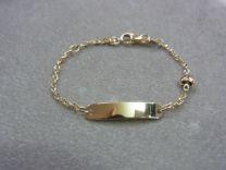 Baby naam armband goud, met open schakeltje en hartje ertussen 9 tot 11 cm