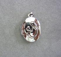 Ovaal zilveren medaillon met afbeelding moeder en kindje
