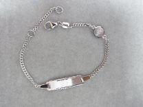 Plaat armbandje met scapuliertje er tussen. 12 tot 14 cm. Zilver.